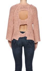 aakaa-cutout-back-sweater-fc5ef627_s