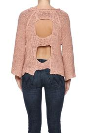 aakaa-cutout-back-sweater-fc5ef627_s